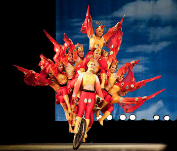 The Shanghai Acrobatic Troupe performs daily at 7:00 pm at the Shanghai Center Theater.