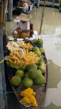 Fruit vendor at the Pattaya floating market.