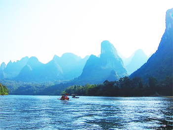 Rafting on the Li river. photos by Loren Klure
