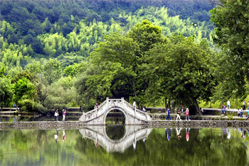 Hongcun, China bridge. click to enlarge photo.
