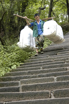 Carrying laundry down the steep steps at Huangshan.