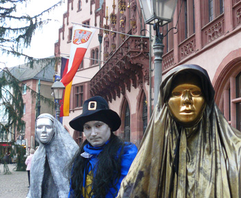 Mimes in the city square in Frankfurt. Behind them is the balcony where the emperors appeared to the people.