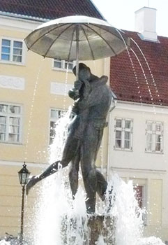 The 'Students Kissing' fountain in the city square in Tartu, designed by Mari Karmin