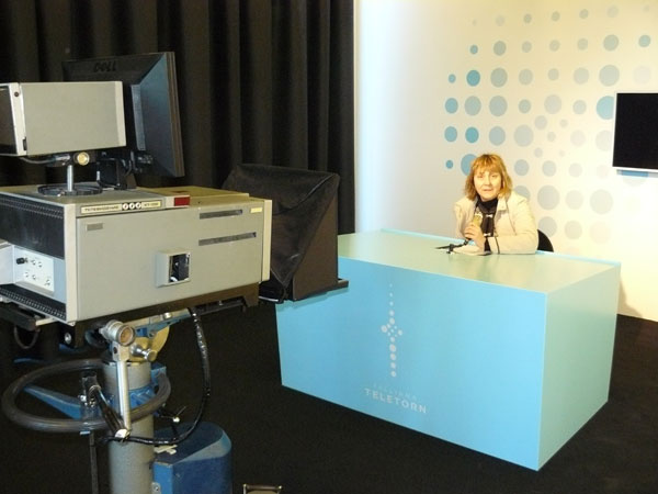 Krista Tassa of the Estonian Chamber of Commerce tries her hand at broadcasting in the open studio.