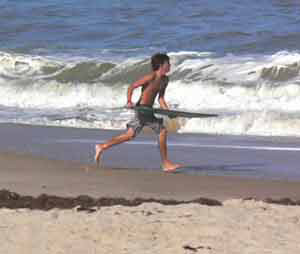 Skipping the waves on Jasmin Island, in Vero Beach Florida. Photos by Max Hartshorne.
