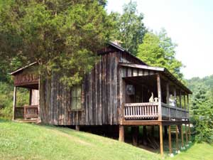 The childhood home of Loretta Lynn and Crystal Gayle - photo by Leffel