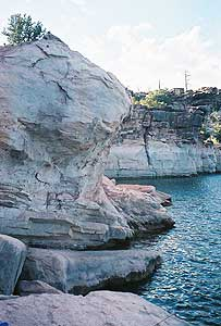 The Red, Rocky shore of Flaming Gorge in Utah