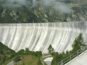 The dam that we hiked over to get to the Hut Pontese.