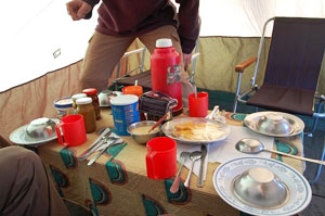 Breakfast in the dining tent