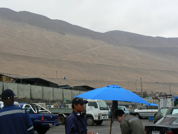 Behind Iquique is a giant mountain of sand, driving over it gets you to the high desert.