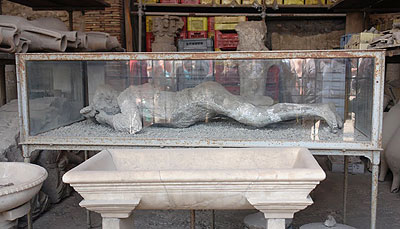 The Stone People of Pompeii: A Terrible Moment Frozen in