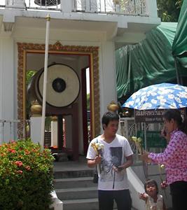 Worshipers at Wat Yai Chaimongkon