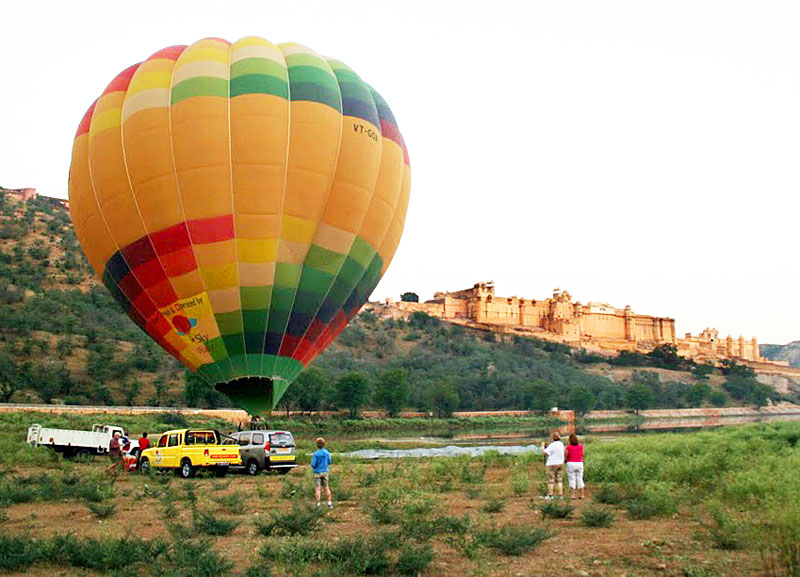 The balloon almost ready for the takeoff near the Amber Fort