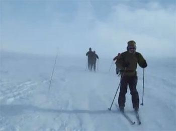 Skiers on exposed Rondane fells