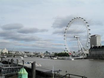 The London Eye ferris wheel, on the Thames. photo by Alexis Brett.