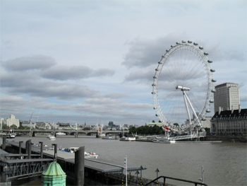 The London Eye ferris wheel, on the Thames. photo by Alexis Brett.