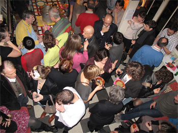One of Jim Haynes' famous parties in his Paris atelier. Photo ©T.Rye, ADAGP.