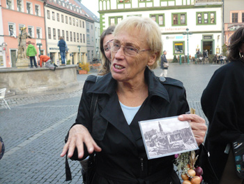 Gudrun Engelhardt holds a picture of the town square in Weimer in 1945.