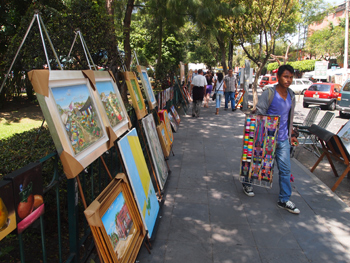 An art market explodes all over the San Angel neighborhood, near the San Jacinto Church. Max Hartshorne photo.