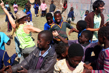 Dancing with the children in Chibuluma, Zambia. Photos by Andréa Cabrita.