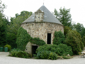 Dove Covey at Chateau Le Val, Brix. photo by Max Hartshorne