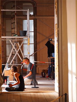 Student restoration workers at Rheinsberg Castle.