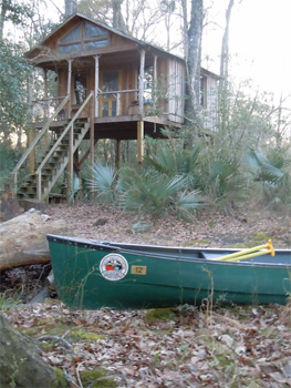 The treehouse next to the Edisto River, in South Carolina. photos by Carol Antman.