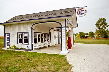 Old filling station in Odell, Illinois.