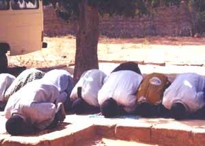 Men in Niger praying
