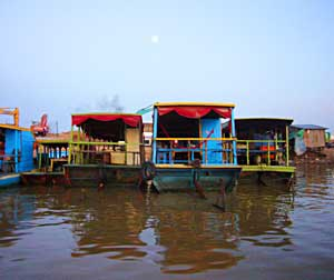 Houseboats in Chong Khneas - photos by Jacqui Menard