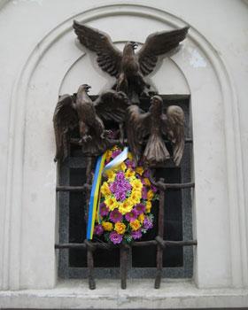 A sculpture commemorating a prison break by Ukrainian Nationalists