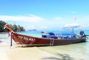 Tourist long boat on Phi Phi Don. photo by Globe Trodden.