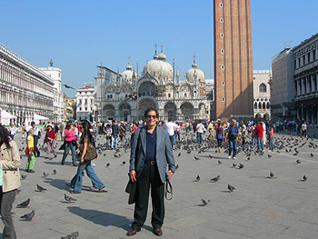 Professor Goldsmith at the Piazza at San Marco