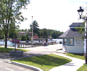 A side trail through the picturesque little town of Ste-Agathe takes you past the Lac des Sables.