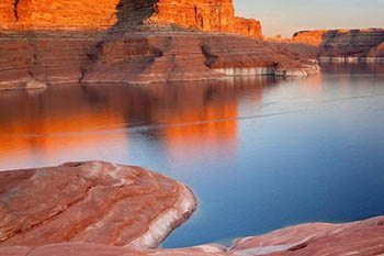 Houseboat Travel in Lake Powell and Glen Canyon Arizona Area