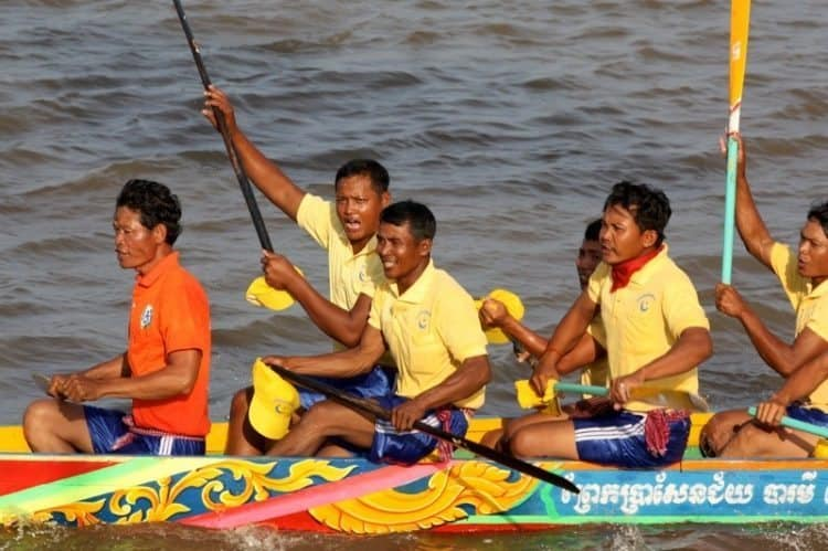 The enthusiastic rowers celebrate a victory at Bon Om Touk.