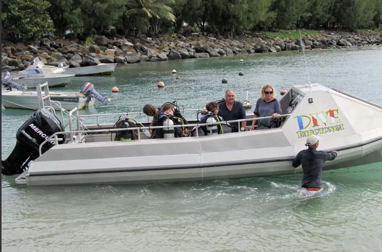 Dive Raratonga SCUBA boat.