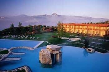 Tuscan Spa Relieves 'Tourist Tension'