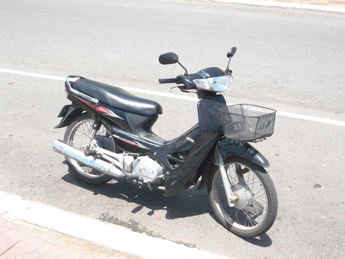 The Honda Dream 125: Perfect vehicle to explore Cambodia by motorbike.