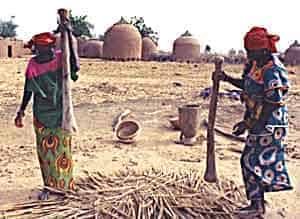Making food in Niger. Alexis Wolff photo.