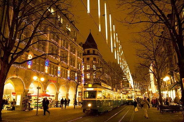 The famous Bahnhofstrasse Decorated for the Holidays. Photo by Sony Stark.