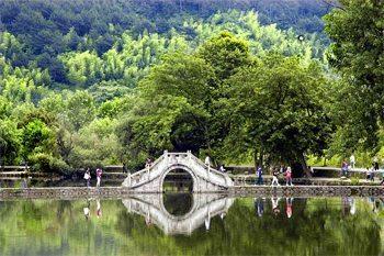Hiking Huangshan, China: Finding my Own Lost Horizon