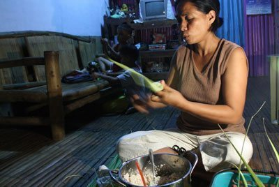 A local Zarraga woman makes ibos, a kind of rice snack. Many families in the Philippines must supplement their income by selling food or maintaining small shops called sari-sari stores. Photos by Ryan Murphy.