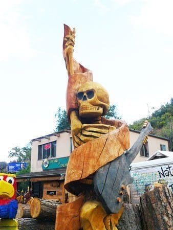 Chainsaw sculpture at The Nature of Things in Manitou Springs, Colorado. Photos by Stephen Hartshorne.