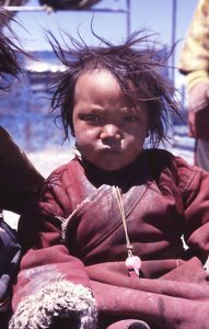 Nomad child in TIbet. photo by Ivan Cooper.