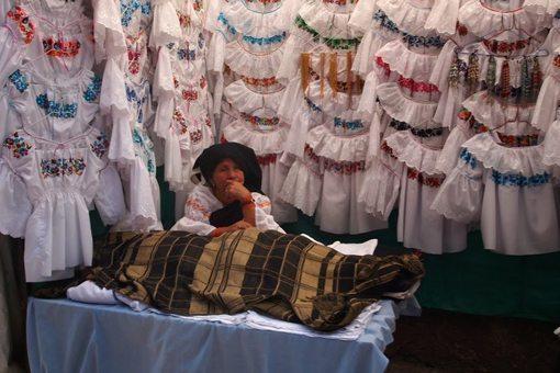 dress-seller-otavalo