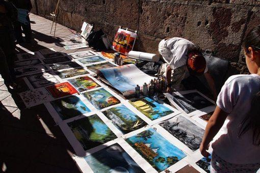 A street artist in Cuenca.