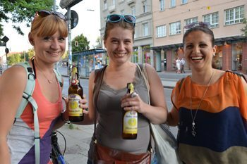 Girls with big beers in Munich.