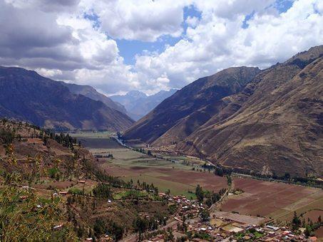 Overlook from Cusco to Pisac, Peru. Heidi Siefkas photos.