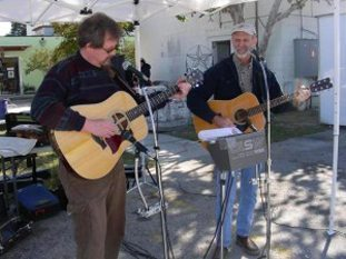 Joe Nelson and James Pittman perform in foxy loxy courtyard copy